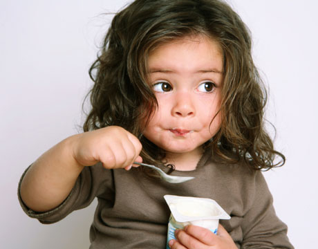 child-yogurt-lg